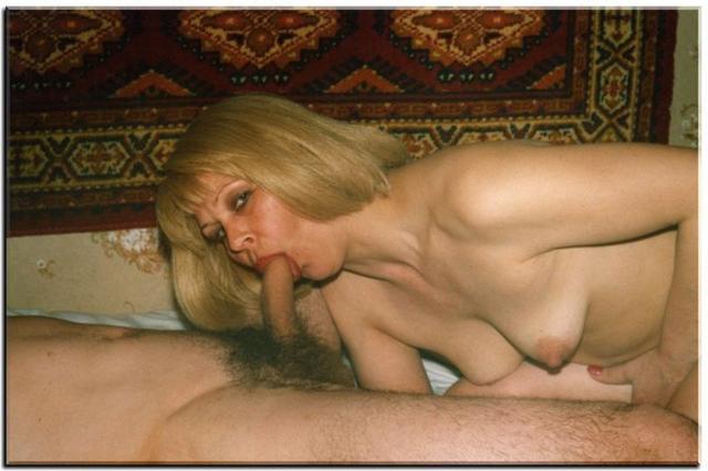 Влюбленные девки с огромными сиськами мастурбируют и заглатывают мужьям