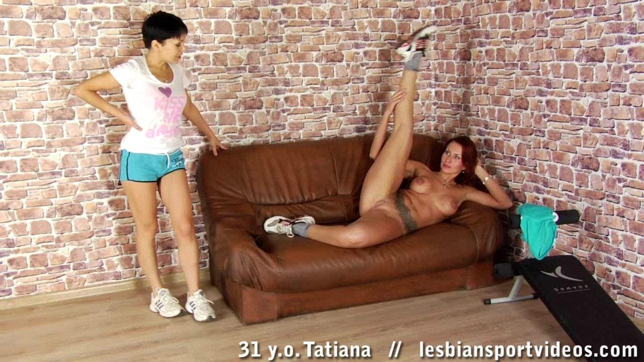 Тренирует голую сожительницу
